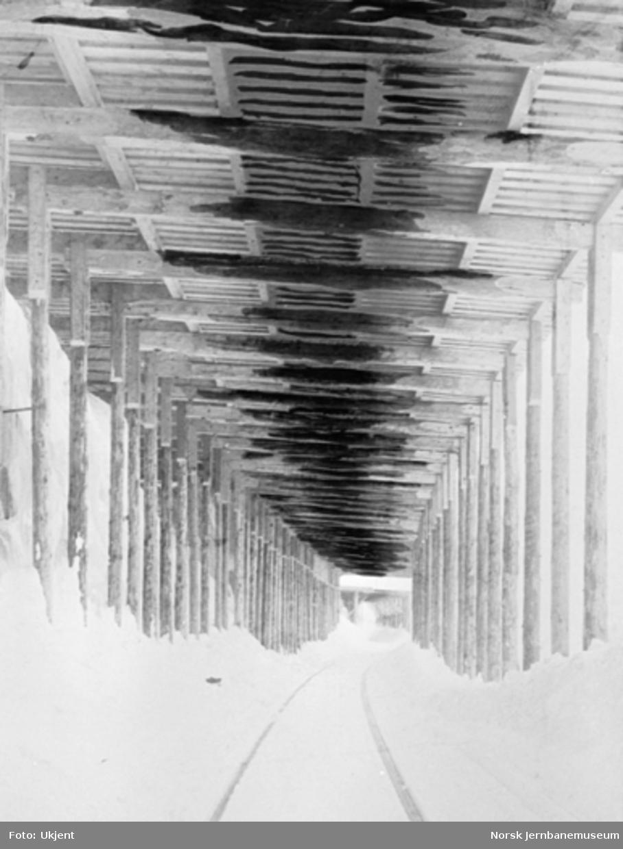 Bilde innvendig i et snøoverbygg ved Bjørnfjell