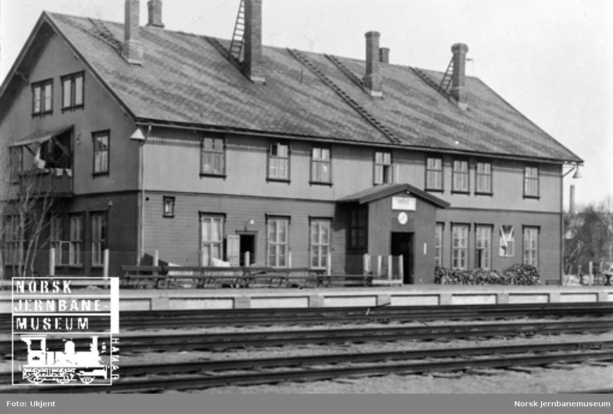 Røros stasjonsbygning sett fra stasjonssiden