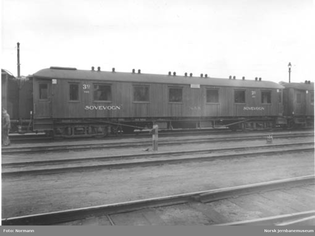 NSB sovevogn litra Co1a nr. 200, skiltet Oslo Ø - Stockholm C