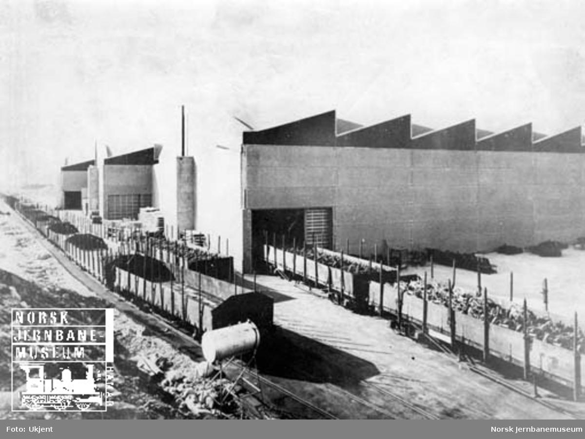 Kverneland fabrikk med sidespor og godsvogner