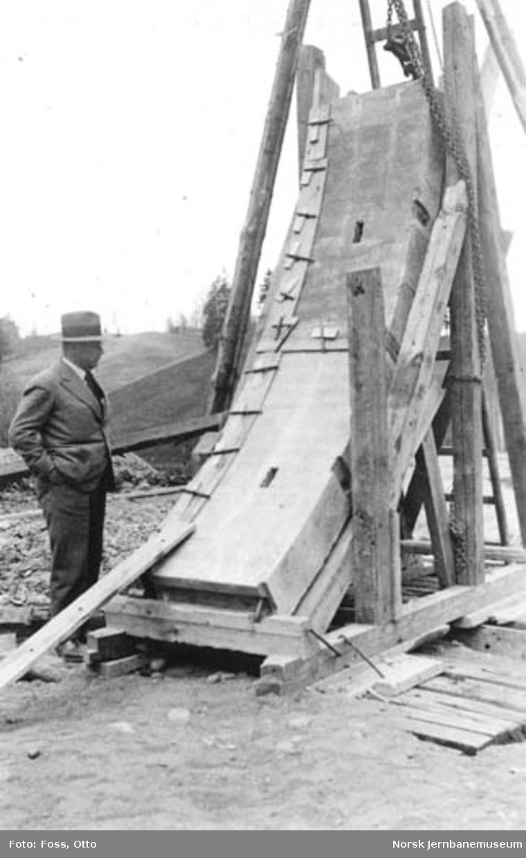 Bønstunnelen : prøveoppstilling av ytre betonglameller; ing. Nicolaisen