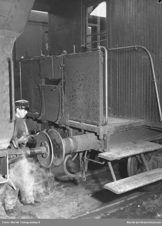 Der vognene harpes - Arbeidet i skiften : fra skiftingen på Alnabru og Loenga