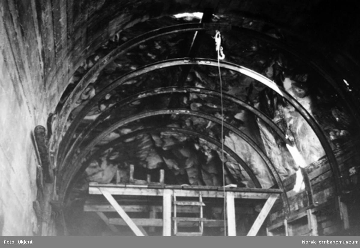 Vossebanens ombygging : Nakkegjelet I tunnel
