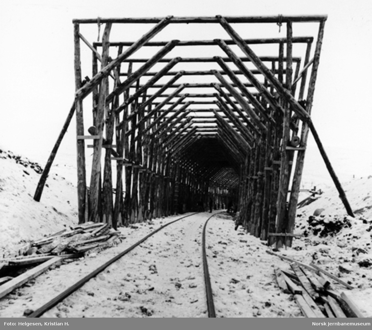 Bygging av snøoverbygg ved Stokkalia