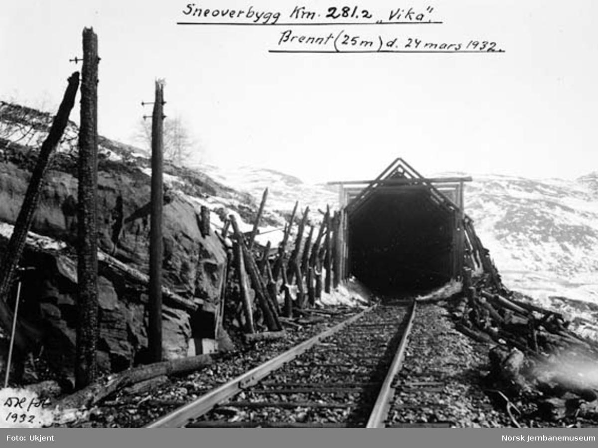 """Snøoverbygg ved kilometer 281,2 """"Vika"""", nedbrent 25 meter 24. mars 1932"""