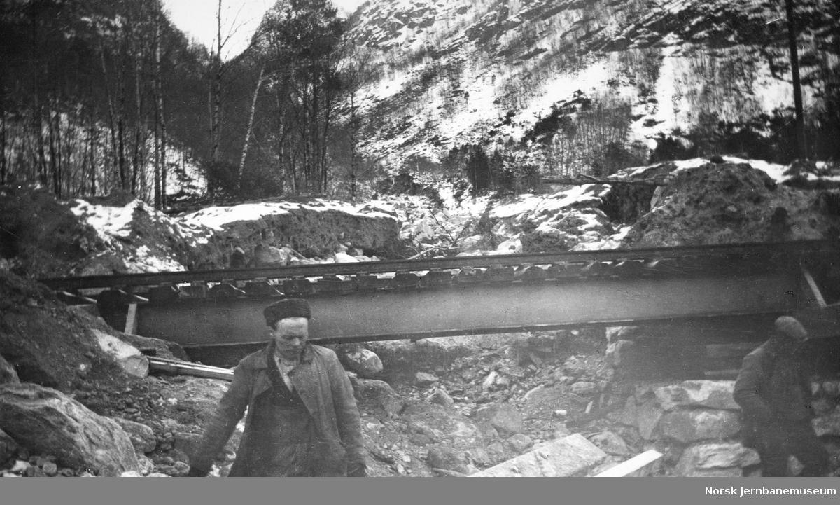 Ved Verpelstadelva på Vossebanen etter rasene i februar 1928
