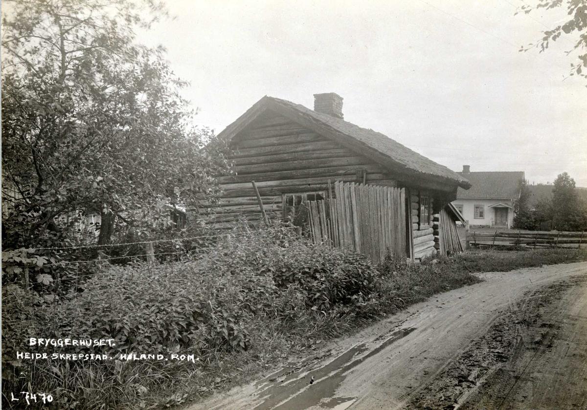 Heide, Skrepstad, Aurskog-Høland, Nedre Romerike, Akershus. Bryggerhuset med våningshus i bakgrunnen.