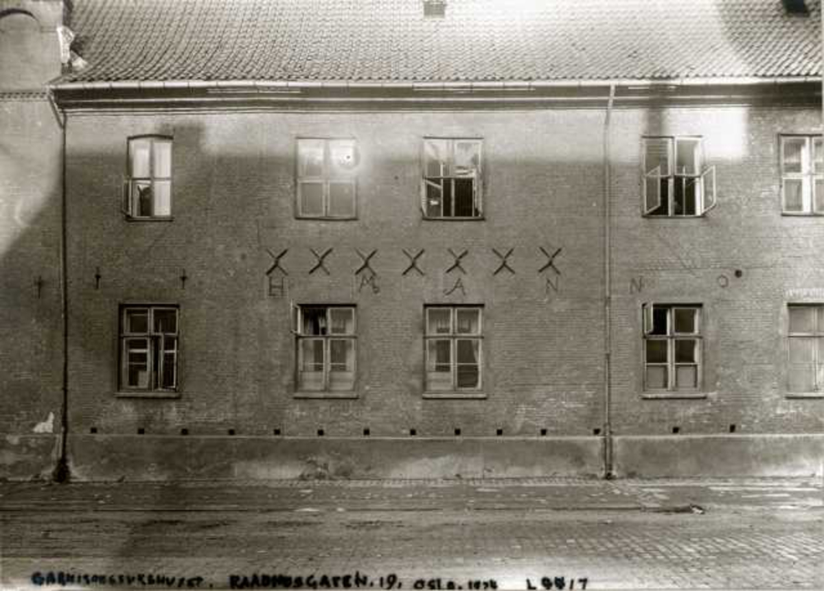 Rådhusgata 19, Oslo. Garnisonssykehuset. En del av fasaden.