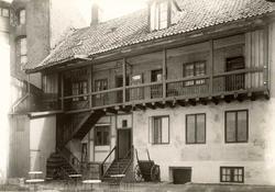 """Akersgata 39, Oslo. Bakgården til Hotell """"Ringerike"""" i """"Svin"""