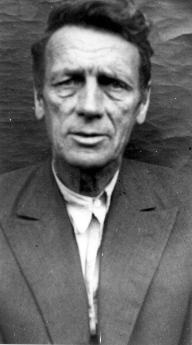 Portrett, Einar Stoltenberg, født i Kristiania 17. mars 1890 og død i Fyresdal 24. juli 1965. Han var den første heradskogmesteren i Fyresdal, fra 1916 -1919 og 1926-1959, og den første heradskogmesteren i Telemark.