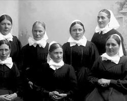 Gruppeportrett, sju diakonisser.