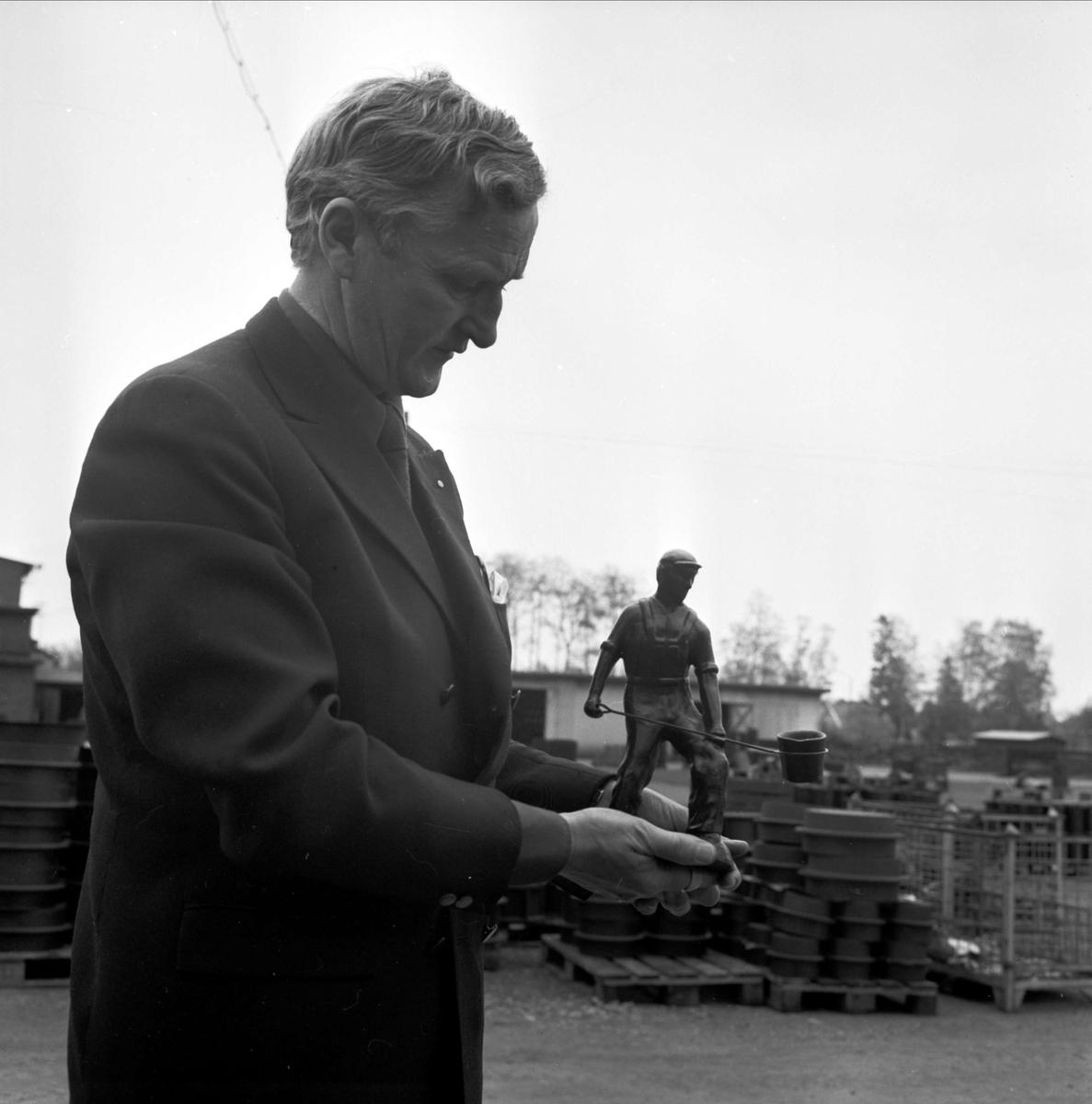 """""""Sysselsättningen räddas. Ingen lågkonjunktur vid Tierps järnbruk"""", Tierp, Uppland maj 1973"""