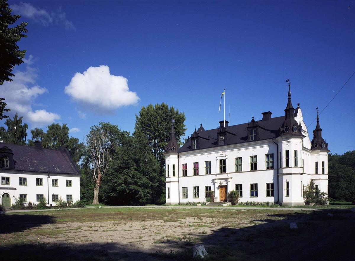 Ekholmens slott, Veckholms socken, Uppland 1990-tal