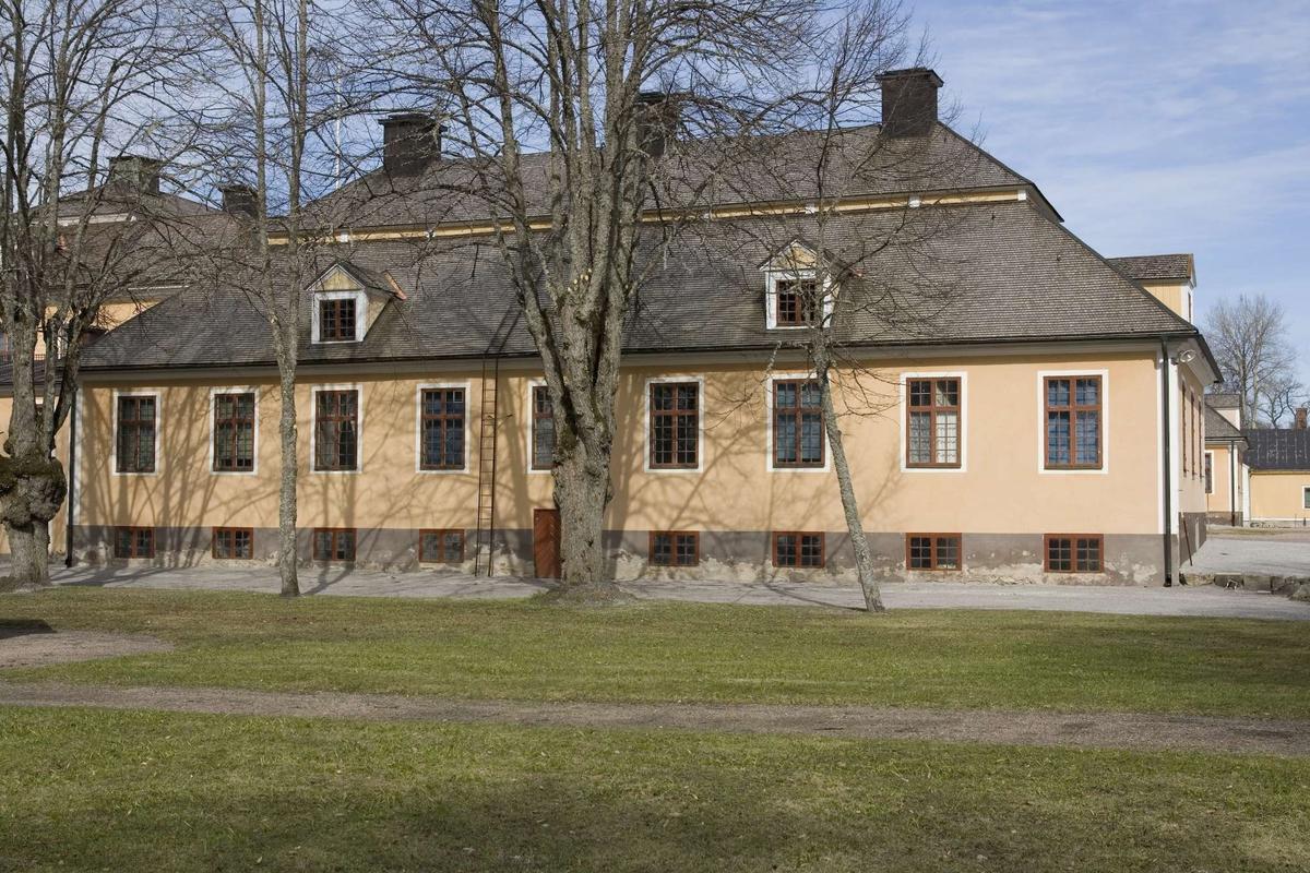 Lövstabruks herrgård, gästrumsflygeln, fasad mot söder. Österlövsta socken, Uppland 2009