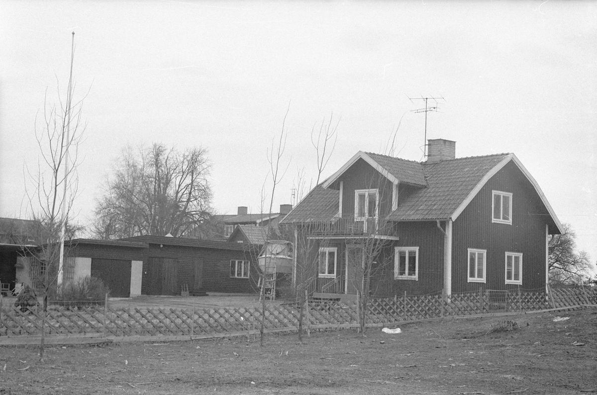 Vy över Nybygget, Husby, Lena socken, Uppland 1977