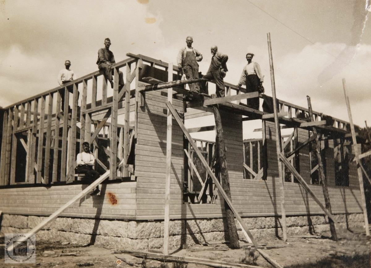 Bygging av forsamlingshuset Zion på Konsmo.