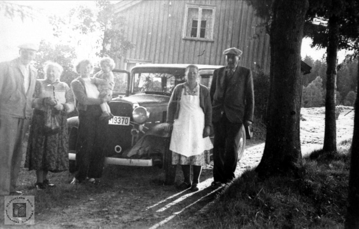 Besøk med automobil på Lundebrotet, Bruskeland i Laudal.