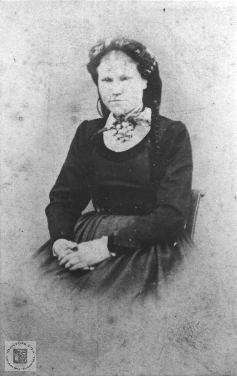 Portrettt Marie Rolfsdtr Birkeland gift Skjævesland, Øyslebø.