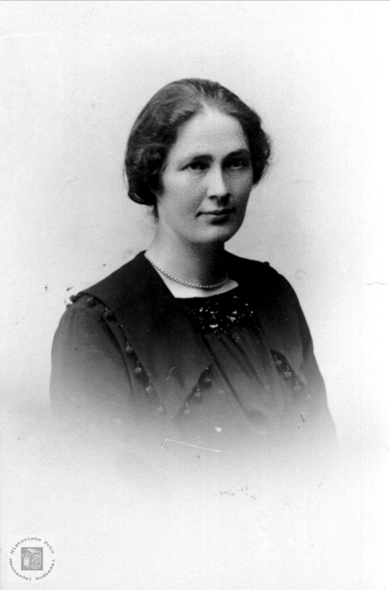 Portrett av Johanna Usland, Øyslebø.