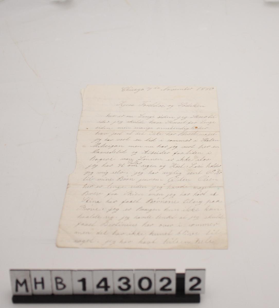 Brev til foreldre og søsken fra B. B. Førde i Amerika , skrevet på A5 ark med horisontale striper.