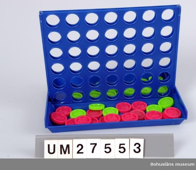 Sällskapsspel använt i ungdomsverksamheten vid Elimförsamlingen på Styrsö i Göteborgs södra skärgård. Spelplanen består av en blå plastlåda. indelad i två längsgående fack. Spelplanen fälls upp i mitten och består av 42 hål i vilka man stoppar sina marker. I respektive fack ligger  21 gröna och 18 rosa runda spelmarker av plast.