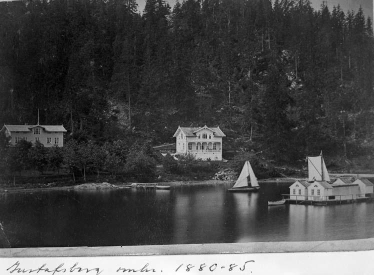 """Enligt text på fotot: """"Bassäng och villor på Gustafsberg. Taget något år mellan 1877 &1887""""."""