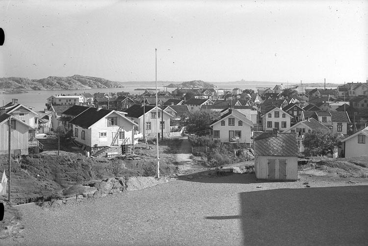 """Enligt AB Flygtrafik Bengtsfors: """"Klädesholmen fr. kyrktorn Bohuslän""""."""