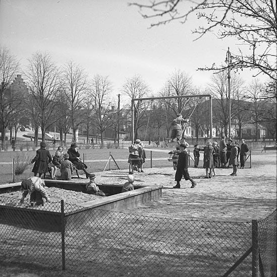 Vårbild från lekplats i Uddevalla 1947