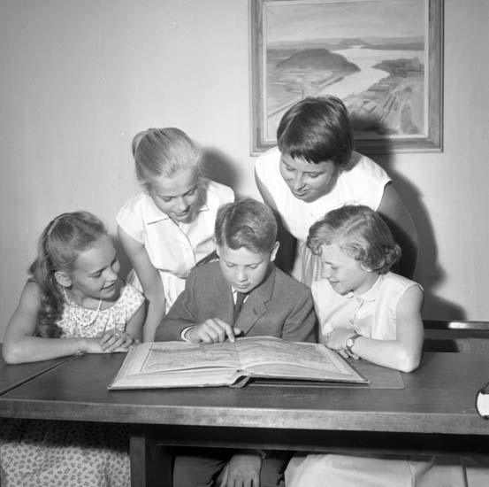 """Enligt notering: """"Barn vid karta d 12/6 -58""""."""
