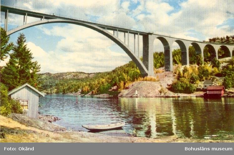 """Tryckt text på kortet: """"Svinesundsbron"""". """"ULTRAFÖRLAGET A. B. -SOLNA"""".  ::"""