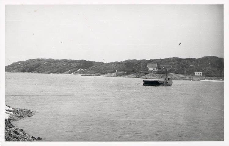 """Noterat på kortet: """"Fröjdendal Morlanda."""" """"Färjeläget Orust - Malön. Påsken 1958."""""""