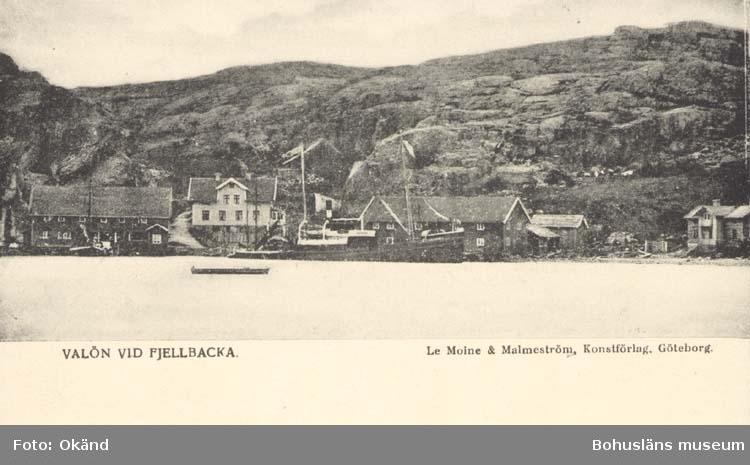 """Tryckt text på kortet: """"Valön vid Fjellbacka."""" """"Le Moine & Malmström, Konstförlag, Göteborg."""""""