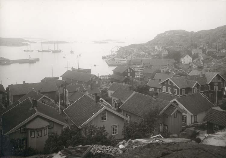 """Noterat på kortet: """"Hunnebostrand. Tossene."""" """"Foto (C99) Dan Samuelson 1924. Köpt av dens. dec. 1958."""""""