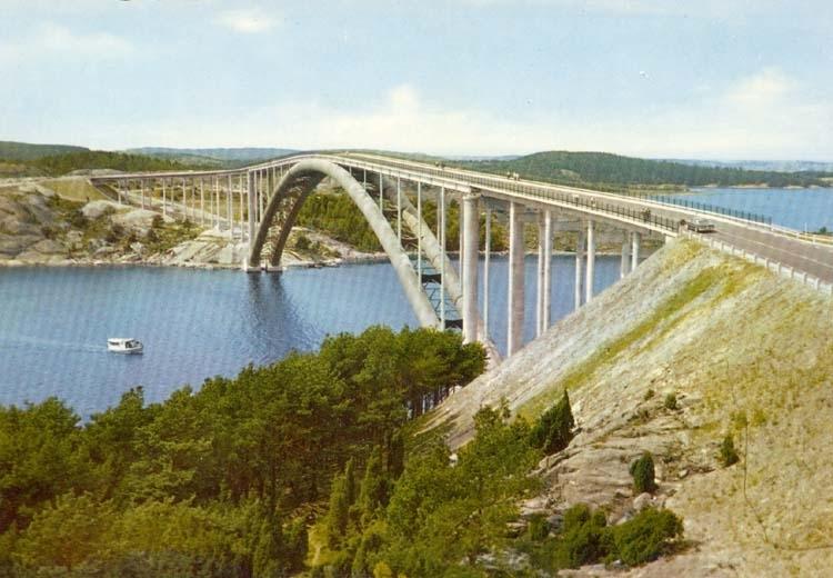 """Tryckt text på kortet: """"Nya Tjörn och Orustleden. Bron över Askeröfjorden."""""""