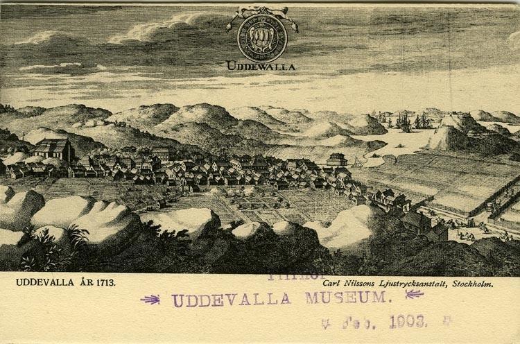 """Tryckt text på vykortets framsida: """"UDDEVALLA ÅR 1713."""""""
