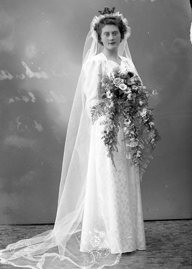 """Enligt fotografens journal nr 7 1944-1950: """"Wilhelmsson, Herr Helge Nordanvindsv. 45 Gbg""""."""
