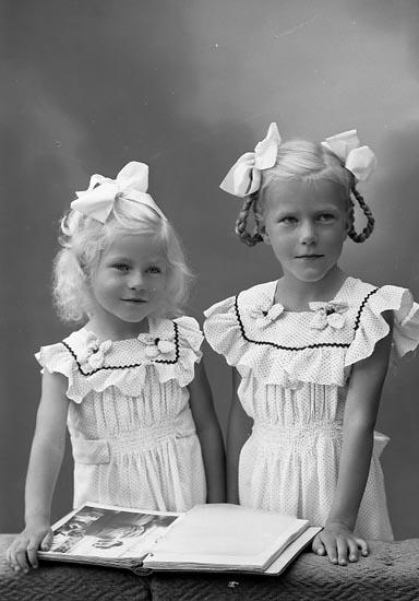 """Enligt fotografens journal nr 7 1944-1950: """"Clarin, Marianne o Agneta Ellös pensionat""""."""