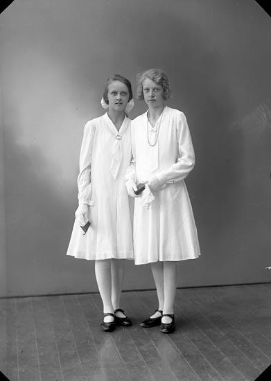 """Enligt fotografens journal nr 6 1930-1943: """"Johansson, Ella Helle, Här""""."""