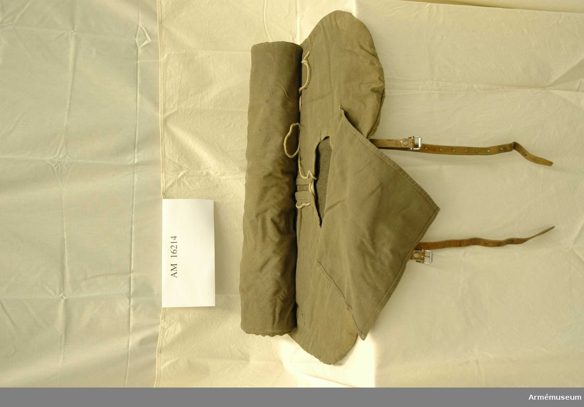 Ryggsäckssovsäck.Omsydd modell. Sovsäcken utställd 13 juni till 28 augusti 2005 i artilllerihallen. /Irma Wallenborg.