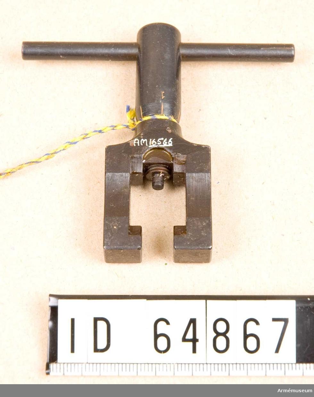 Kornskruv t kulsprutepistol m/1937-39.Märkt: C med en krona.Skruven graderad från 0-2.