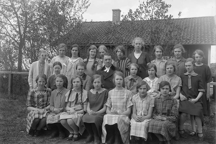 """Enligt fotografens journal nr 5 1923-1929: """"Läsbarnen Ödsmål""""."""