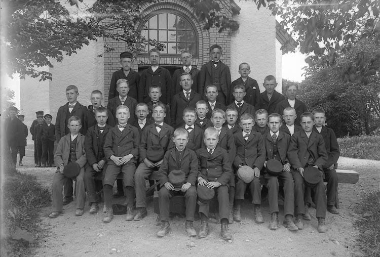"""Enligt fotografens journal nr 2 1909-1915: """"Läsbarnen Solberga Ringius""""."""