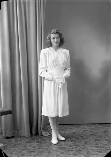 "Enligt fotografens journal nr 7 1944-1950: ""Andersson, Svea Evja Hjälteby""."