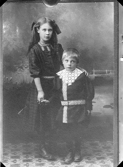 """Enligt fotografens journal Lyckorna 1909-1918: """"Pettersson, Gunhild kopia Ljungskile""""."""