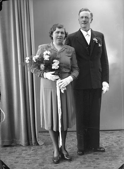 """Enligt fotografens journal 7 1944-1950: """"Gustafsson, Herr Eskil. St. Askerön Här""""."""