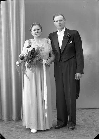 """Enligt fotografens journal nr 7 1944-1950: """"Engberg, Herr Arnold Hede, Stillingsön""""."""