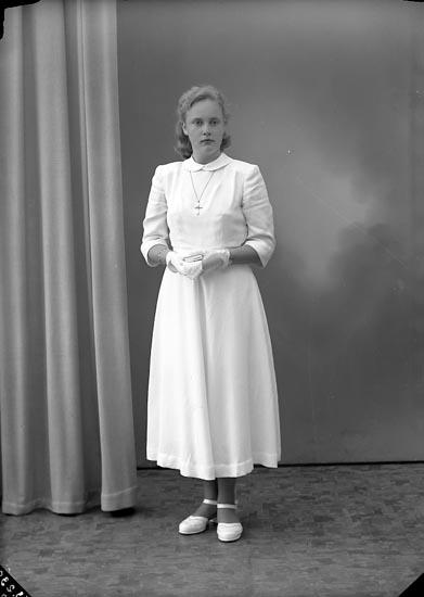 "Enligt fotografens journal nr 8 1951-1957: ""Oskarsson, Inga-Karin St. Askerön""."