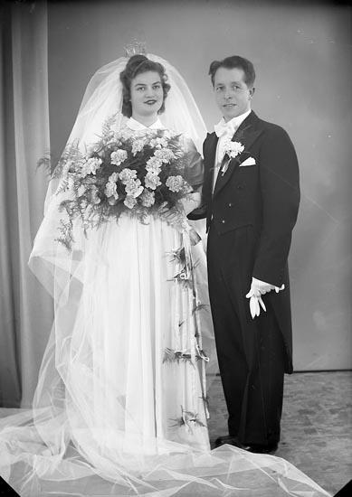 """Enligt fotografens journal nr 8 1951-1957: """"Backlund, Herr Gunnar Stenungsund""""."""