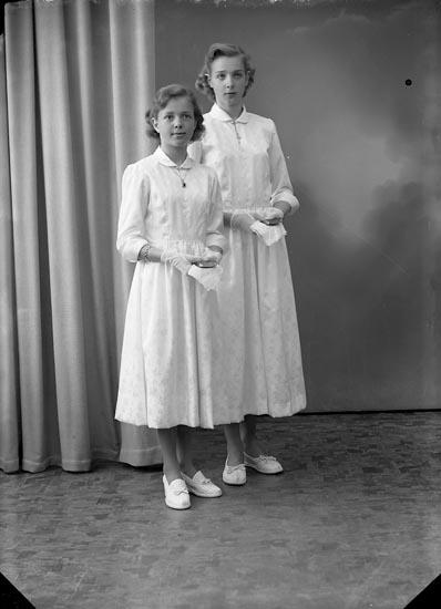 """Enligt fotografens journal nr 8 1951-1957: """"Johansson, Anita och Gun-Britt Stenungsund""""."""