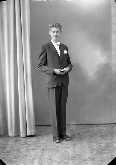 "Enligt fotografens journal nr 8 1951-1957: ""Gunberger, Bengt Stenungsund""."